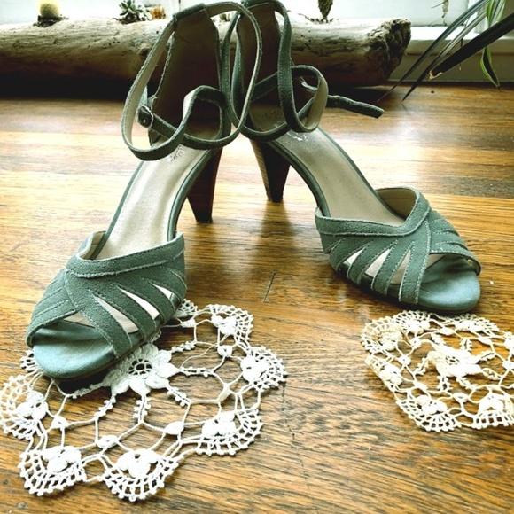 c9d31dc32 Seafoam green suede Seychelles kitten heel sandal.  M 5b8e13d3c9bf50b2a7110ea6